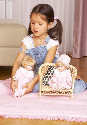 дети и куклы. развитие и игра