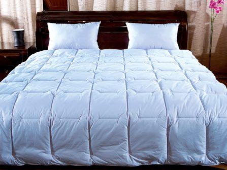 Как выбрать пуховое одеяло в спальную